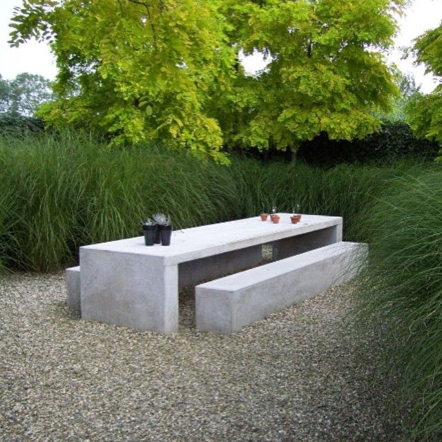Mesa e bancos de concreto no jardim demais table and for Bancos de granito para jardin