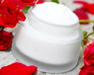 Crème de nuit à l'eau de rose et pomme spécial belle peau