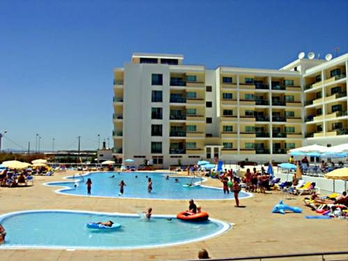 Hotel Apartamento Dunamar Monte Gordo Located on Monte Gordo beach, Dunamar offers air-conditioned apartments with a balcony featuring views of the Atlantic Ocean or Monte Gordo. It offers 2 outdoor pools, a fitness centre, and a health club.