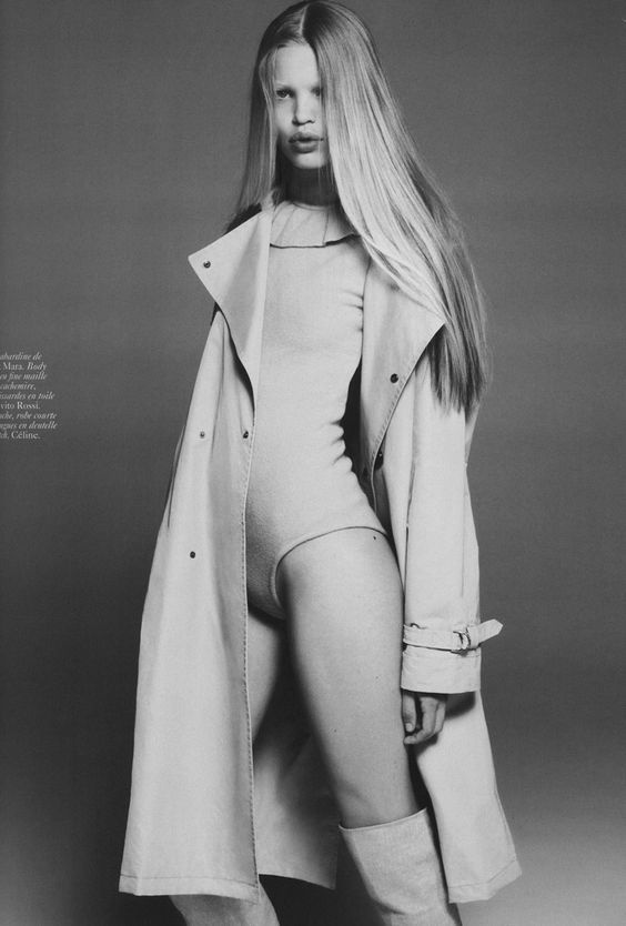 VINTAGE VOGUE EDITORIAL, BLACK AND WHITE PHOTOGRAPHY, FASHION, TRENCH COAT