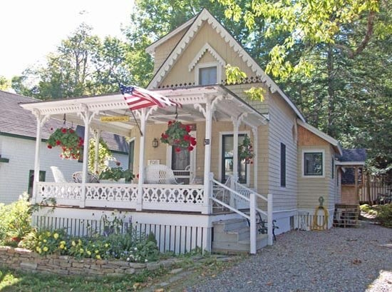 Recently Updated Bayside Cottage Steps from the Village Green, Beach and Pier Great rental on a beautiful lake only 15 minutes from downtown Belfast, #Maine and the ocean