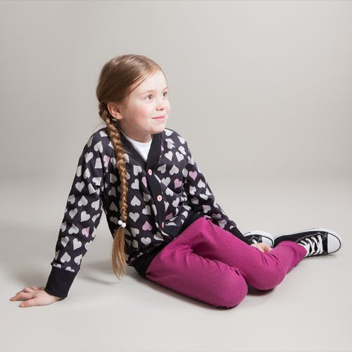 Cardigan made of our new jacquard knit, with soft vanilla and powder pink hearts.
