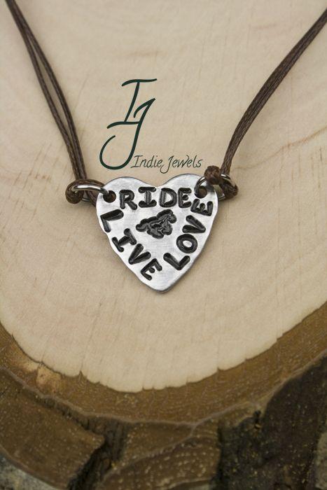 Ketting Live, Love, Ride met aluminium hanger hart en waxkoord donkerbruin.