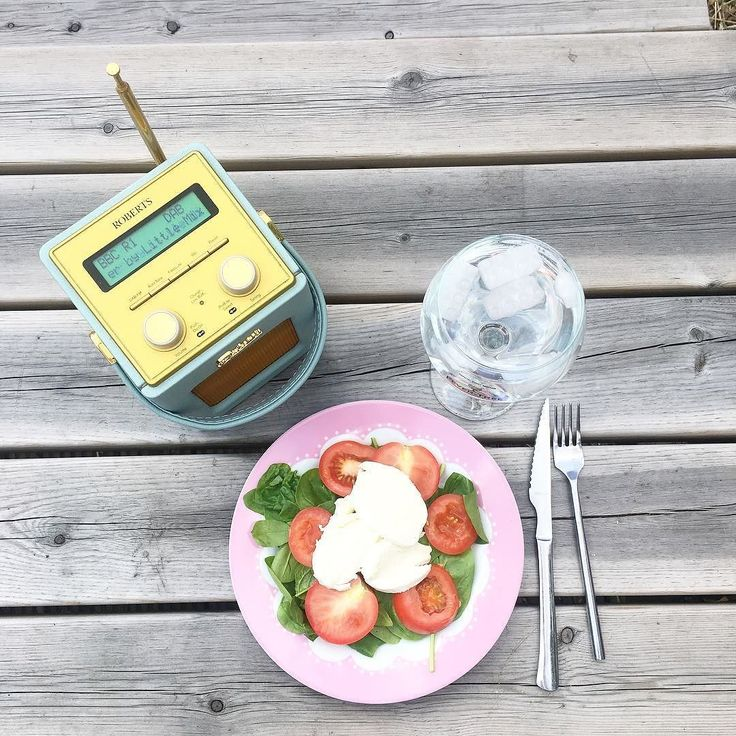 #theweekend spending it just how I want enjoying the sun  doing some gardening currently on wash load 3 and about to enjoy my staple summer lunch  . . . #freeupmyinsta #lunchalfresco #summersunday #thisjoyfulmoment #sundayfunday