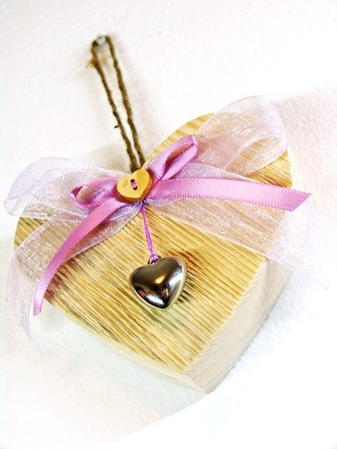 cuore in legno con pendente