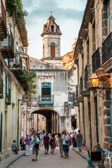 Strolling Calle Obispo, looking toward the Plaza de la Cathedral. Quaint, colonial, busy