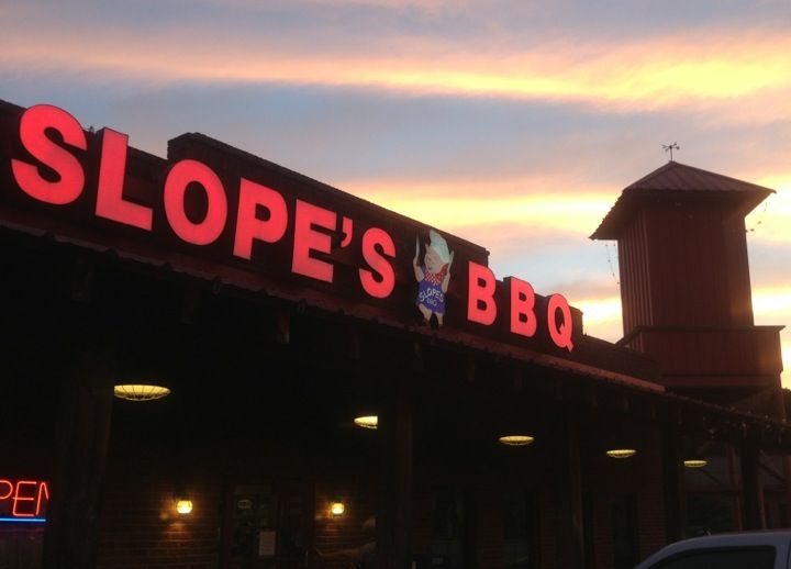 Grab some vinegar-based barbecue for lunch at this Alpharetta spot.