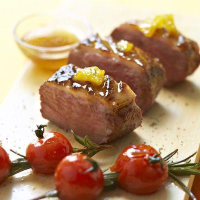 A la poêle ou au four, rosé ou bien cuit... la cuisson du magret de canard, c'est toujours toute une histoire. Suivez les conseils de notre chef pour apprendre...