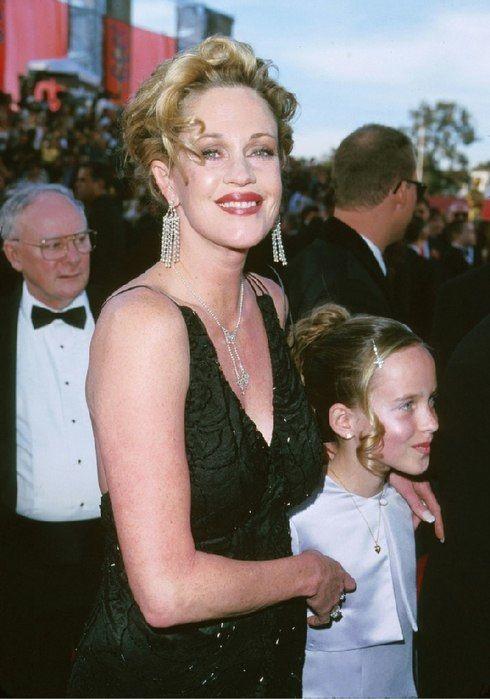 церемония Оскар 1992 Мелани Гриффит и Дакота Джонсон