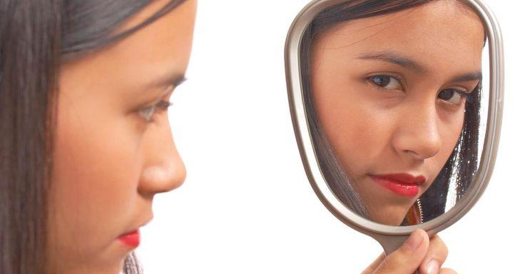 Jetzt lesen:  http://ift.tt/2w1IXFw Dysmorphophobie - Wenn der Spiegel zum Feind wird: Die Angst vor der eigenen Hässlichkeit