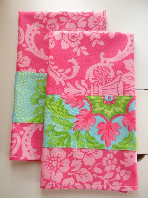 I love the bright, pretty spring colors of these towels.  From etsy seller kerrbear59