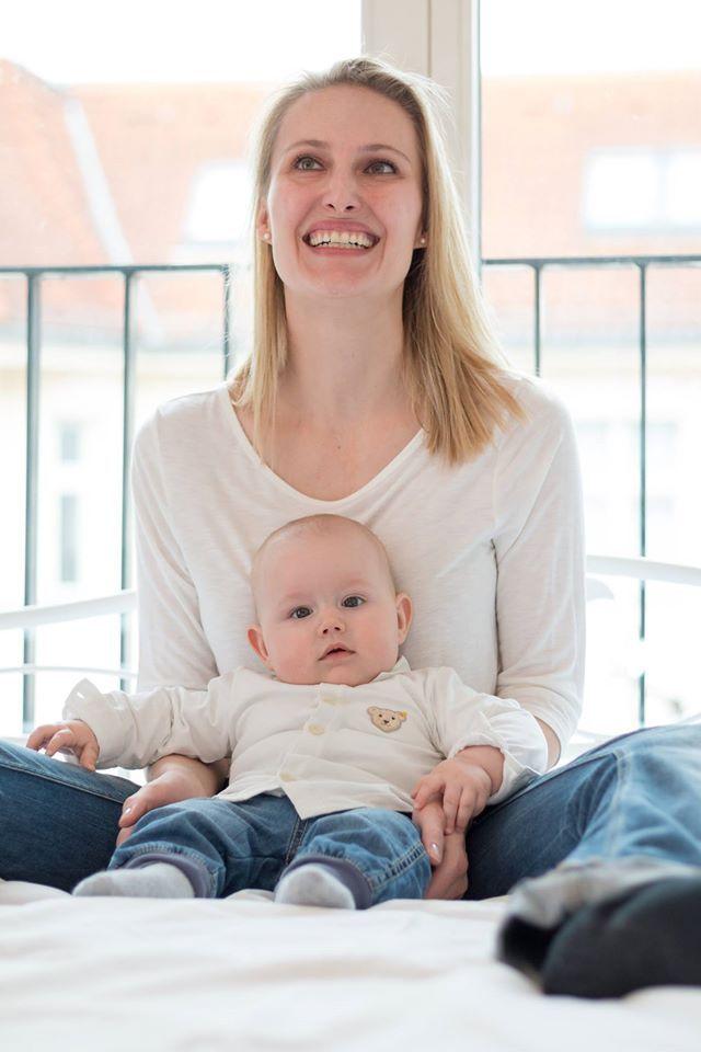 Mutter im Glück - Kuschelzeit mit dem Sohnemann. . . .       #familienfotografie #lifestylefotografie #homestory #kids #baby #glück #mama #fotograf #fotografberlin #berlin