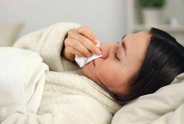 Come curare influenza e malattie da raffreddamento con l'omeopatia con i consigli dell'esperta