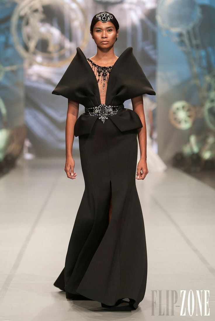 Ezra - Haute couture - Collection 2013 - http://www.flip-zone.fr/fashion/couture-1/independant-designers/ezra-4262