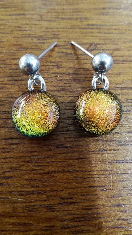 Boucle d'oreilles en acier inoxydable - cabochon irisé - verre fusionné - orange - reflets- magique - merveilleux - boule