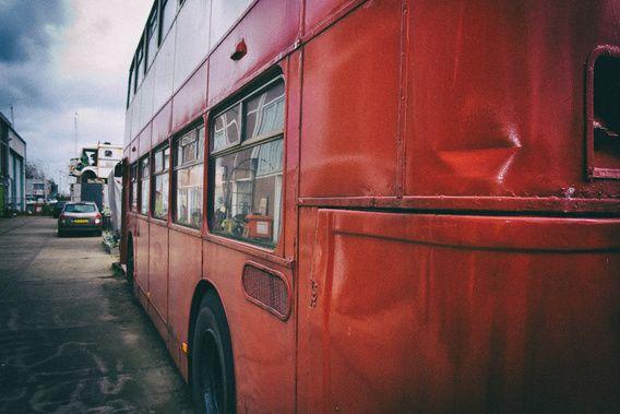 Koop 'Rode dubbeldekker bus' van Nynke Hogeveen voor aan de muur.