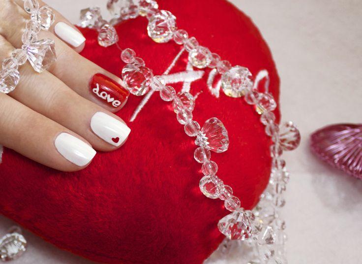 Tutorial unghie: la nail art di San Valentino è romantica con classe.