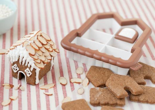 Hungry Happenings: Mini Gingerbread Cookie Houses for your Hot Cocoa Mugs