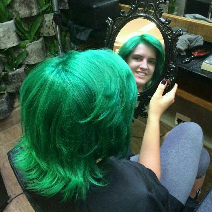 Ousadia com  muita criatividade.  Cabelo verde sem cloro de piscina! #hair #hairstyle #instahair #TagsForLikes #hairstyles #haircolour #haircolor #hairdye #hairdo #haircut #longhairdontcare #braid #fashion #instafashion #straighthair #longhair #style #straight #curly #black #brown #blonde #brunette #hairoftheday #hairideas #braidideas #perfectcurls #hairfashion #hairofinstagram #coolhair