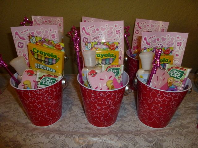 Favors at a American GIrl Party #americangirl #partyfavors