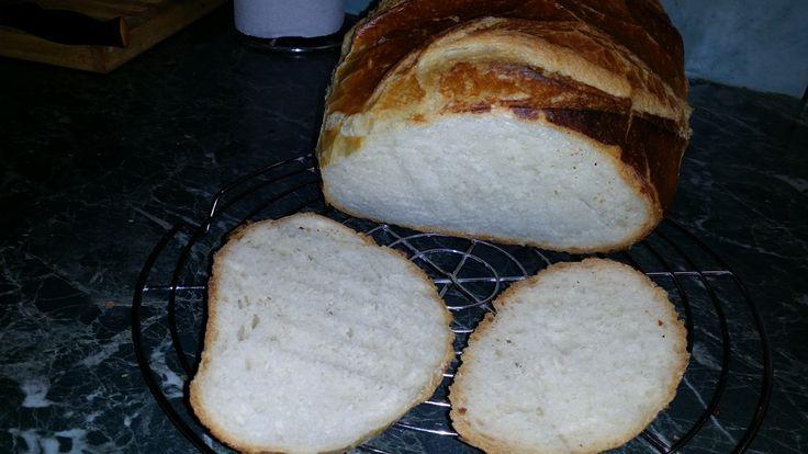 Vali kenyere   sütés előtti est   40  dkg liszt bl80   1 dkg élesztő   3 dl víz ebből galuska szerűen fakanállal összekeverni, letakar...
