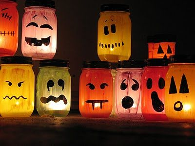 I have a thing for luminaries and these are especially cute!  I made a dozen of them for Halloween this year: six ghosts and six monsters.   Easy project.: Paintings Mason Jars, Halloween Mason Jars, Idea, Canning Jars, Jars Crafts, Jars Luminari, Paintings Jars, Halloween Jars, Halloween Lanterns
