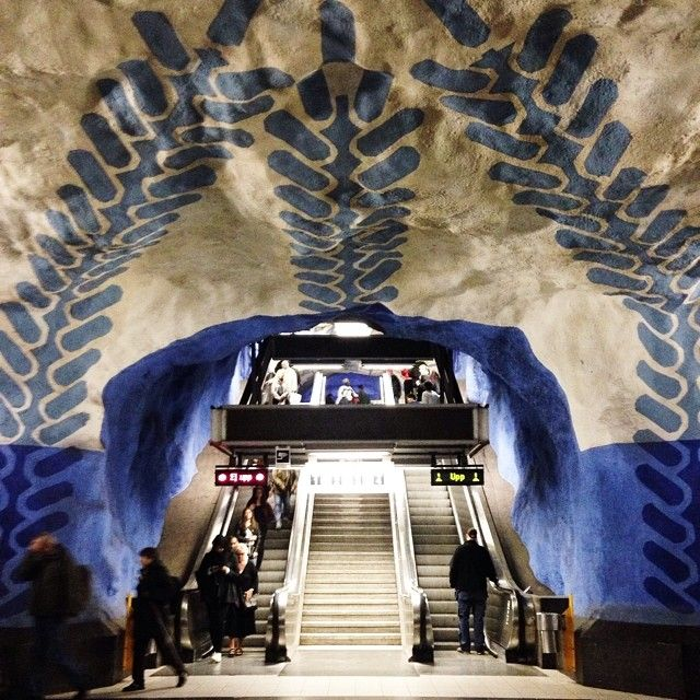 The subway stations in Stockholm have been decorated with sculptures, mosaics, paintings, installations, engravings and reliefs by over 150 artists. But what stations are worth an extra trip? These are our favorites: Blue line: T-centralen Kungsträdgården Rådhuset Solna Centrum Tensta Green line: Hötorget Thorildsplan Bagarmossen Red line: Tekniska Högskolan Stadion