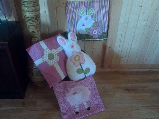 Cojines infantiles: conejo,caniche y flor