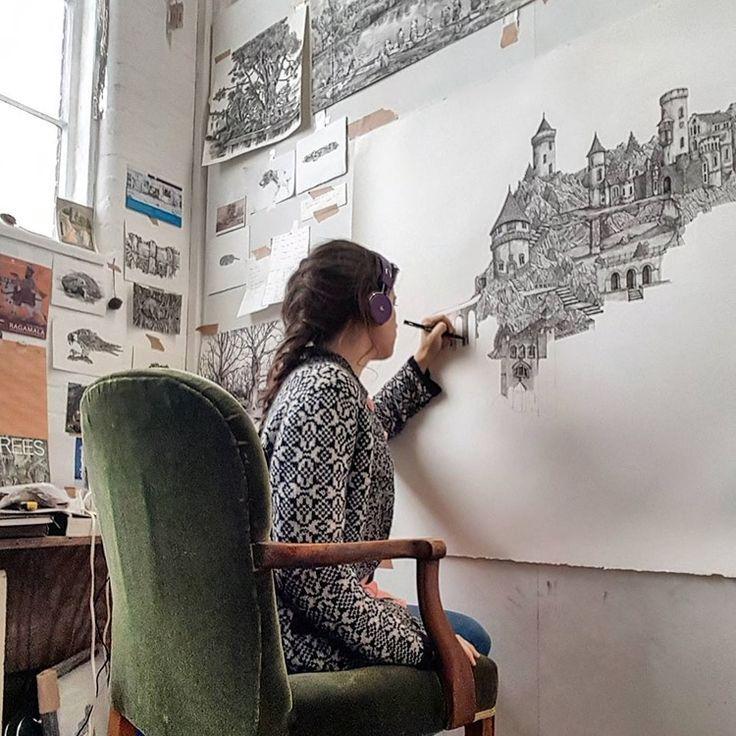 Illustrator erstellt detaillierte Federzeichnungen von imaginären Landschaften