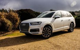 Audi's new 2.0-liter Q7 gets more mph for less mpg     - Roadshow  Roadshow  News  SUVs  Audis new 2.0-liter Q7 gets more mph for less mpg  Enlarge Image  Audi didnt include any pictures of the 2.0-liter Q7 so its safe to assume it wont look much different than the 3.0-liter variant.                                             Wayne Cunningham/Roadshow                                          While many manufacturers may once again build larger engines to meet emissions and fuel economy…