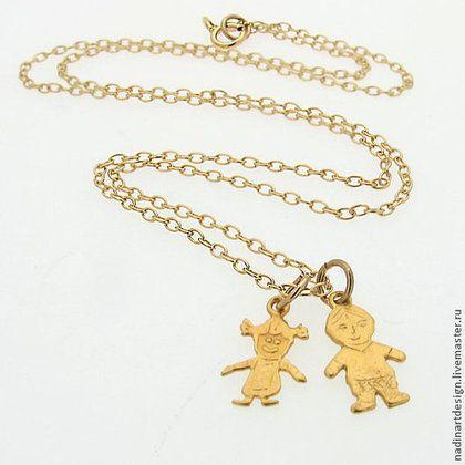 """Ожерелье """"Подарок маме"""". Золотая цепочка с подвесками-фигурками детей -"""