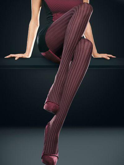 OROBLU | Parisienne fashionpanty De Parisienne panty van Oroblu is een dikke fashionpanty in een chique bordeaux kleur met een uniek gestreepte design, dat vanaf de tailleband helemaal doorloopt tot aan de tenen.  Heerlijk comfortabel zoals je van Oroblu gewend bent en dankzij de prachtige kleur een echte blikvanger!