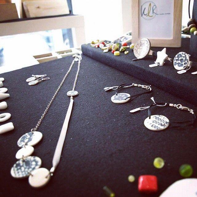 Une sélection des bijoux de la créatrice Klr est actuellement disponible au Comptoir à perles! Chaque bijou est unique avec des éléments de porcelaine et de céramique fabriqués artisanalement par la créatrice, les fermoirs et attaches sont en argent 925. A découvrir vite, stocks limités!  #lecomptoiraperles #Klr #céramique #porcelaine #bijoux #faitmain création #unique #couleurs #rouge #sautoir #collier #handmade #handmadejewelry #jewelry #necklace #colors #bracelet #rings #bagues