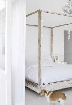There's something so romantic about a four poster bed...what is it exactly??