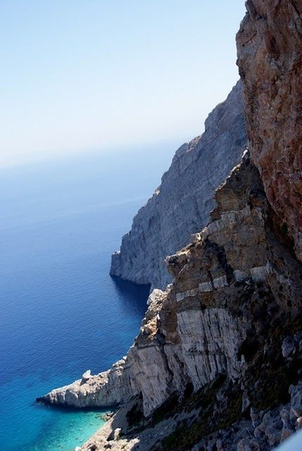 The cliffs of #Folegandros create small crystal clear turquoise beaches...!