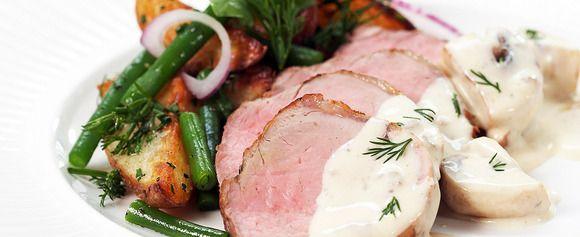 DAGENS RETT: Slik blir det fest med svinefilet og soppsaus til middag - Aperitif.no