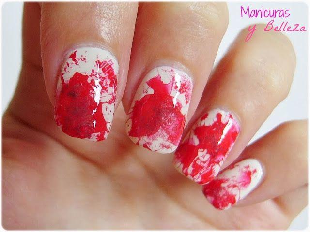 #manisdehalloween #vampiros #splatternails Manicure nails nail art splatter blood red white // Uñas salpicadas de sangre vampíricas en rojo y blanco manicura de miedo para Halloween #nailart