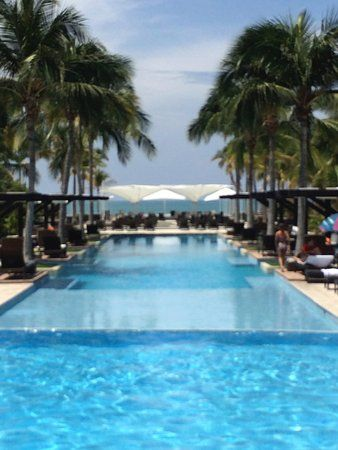 El Faro Beach Club - view of the larger pool towards the beach