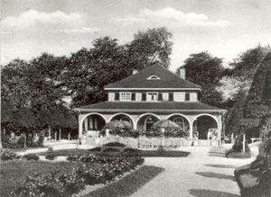 """Foto: Das Parkcafé im Luitpoldpark, historische Aufnahme (Photo: The Park Café in the Luitpoldpark, historical record). Luitpoldpark was the first public park in Ingolstadt. Ingolstadt artist and architect Wilhelm Dantas designed the Park in 1905. The name """"Prince Regent Luitpold Park"""" first appeared in 1911 in the Ingolstadt newspaper. The Park was created in the area of the former country castle, the so-called """"Red Tower"""" (one of the most beautiful buildings of the fortress of the 19th…"""