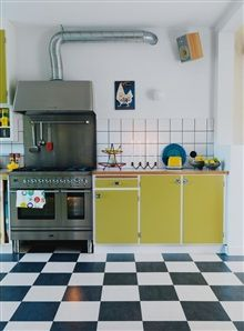 yellow 50s kitchen...oh the envy...i want these checkerboard-floors!