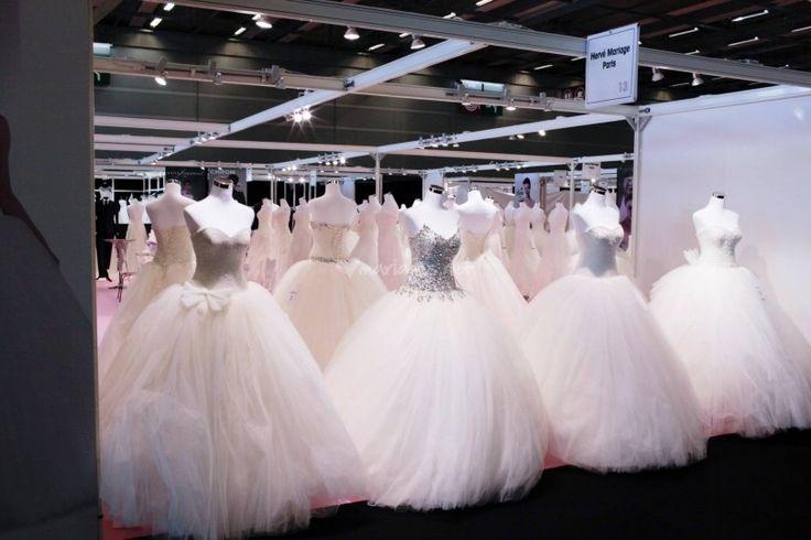 Avec un large choix de modèles, matières et couleurs, Boutique Evénements est le magasin où vous trouverez à coup sûr votre robe de mariée. Vêtue telle une princesse des plus beaux contes de fée, vous entamerez votre vie en couple dans la tenue de