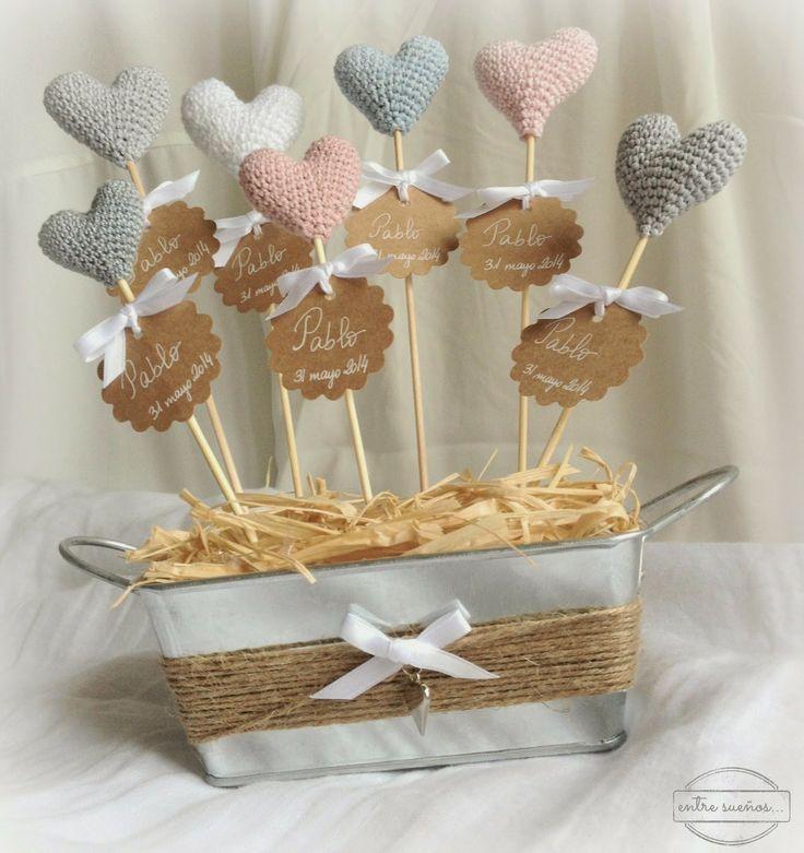 centro de mesa de corazones de crochet...