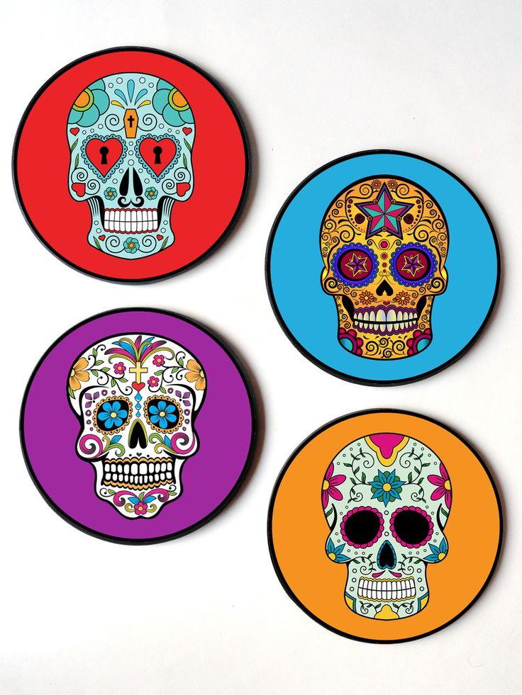 Jogo com 4 quadros redondos em MDF. <br> <br>Tema: Caveiras mexicanas <br> <br>Diam: 20 cm <br>Espessura: 6mm