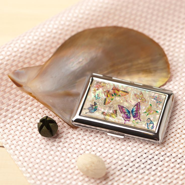 http://www.antiquealive.com/store/detail.asp?idx=4136&CateNum=140&pname=Mother-of-Pearl-Cigarette-Holder-with-Butterfly-Flower-Design Mother of Pearl Cigarette Holder with Butterfly Flower Design