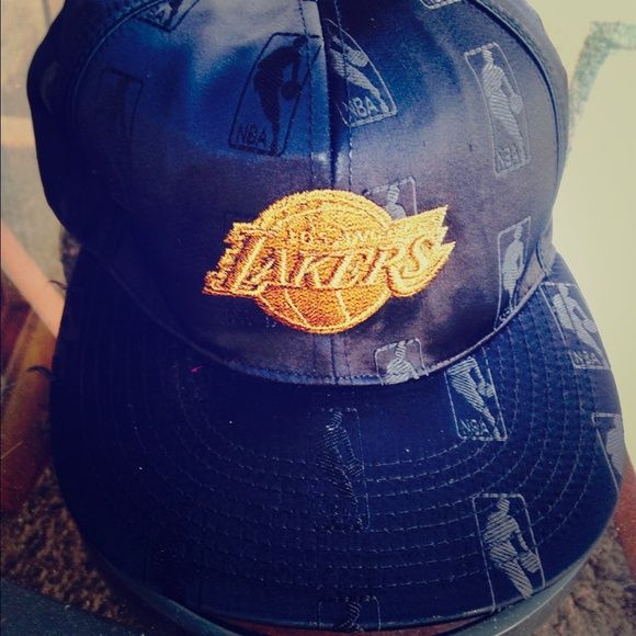 Los Angeles Lakers Cap 7 3/8 in size Black Lakers NBA Other