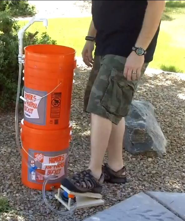 Fuly contained 5 gallon bucket pumpable sink. With reservoir, grey water catchment, foot pump. This thing's got the works!