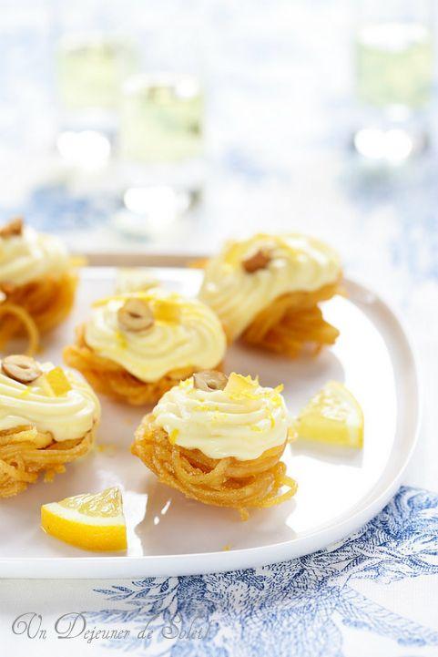 Nids de pâtes croustillantes à la crème au citron