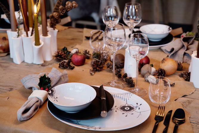 Smukt julebord - dækket af Thomas Rode (stenalder-kost-kokken) for Royal Copenhagen