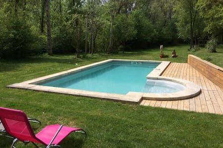 Vyhraj noc v Pleasant house in heart of Provence - Domy k pronájmu v Rians na Airbnb!