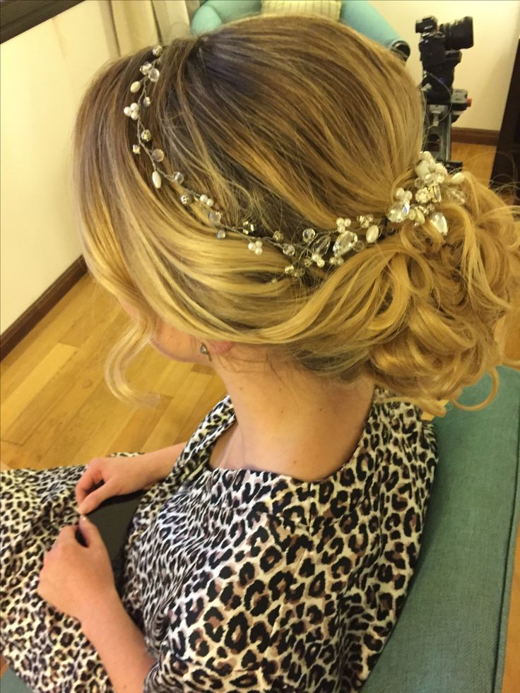 Bridal updo by @lacoquettevictoria